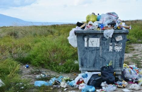 A lebomló műanyag lebomlik vagy elbomlik?